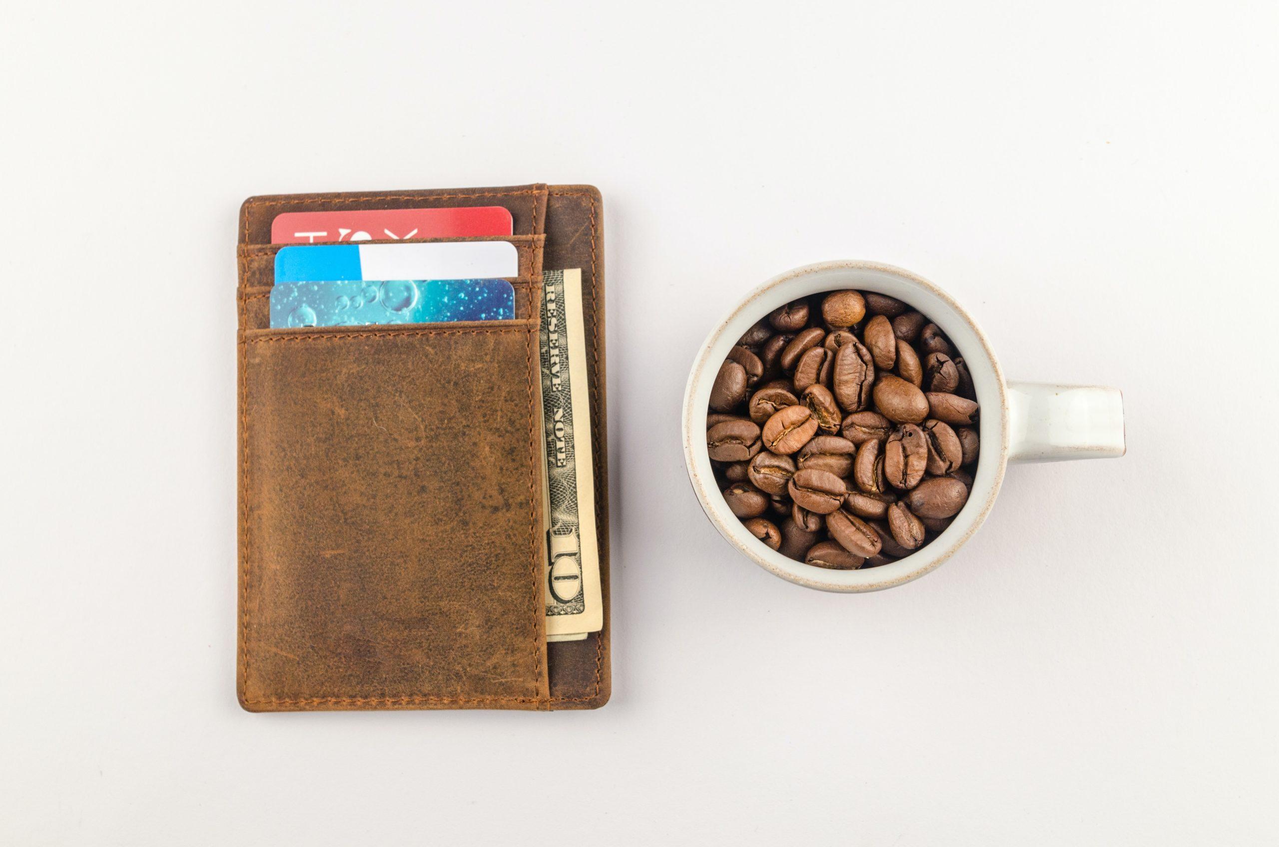 portefeuille avec des billets